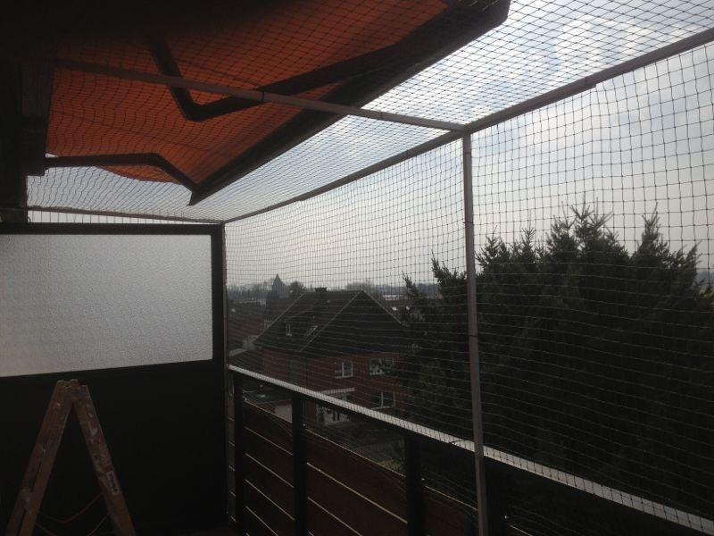 Vernetzung an einem Balkon mit Sonnenschutz
