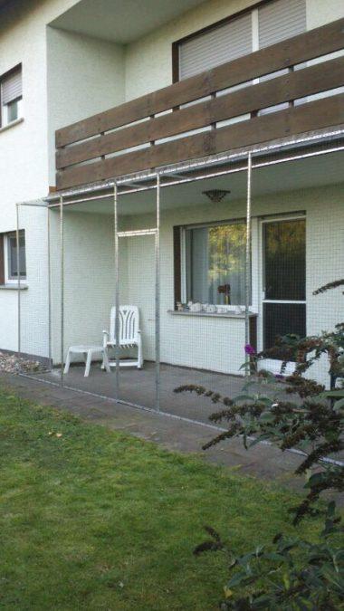 Katzengehege mit Tür in Köln erstellt. Die Katzenvoliere für Terrassen