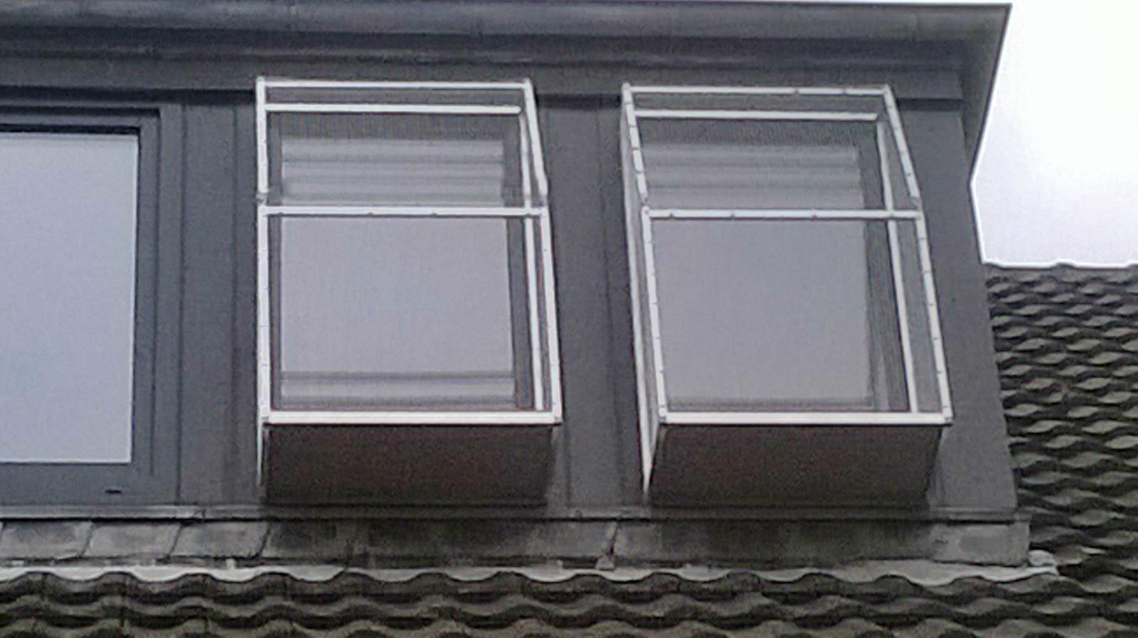 Der Katzenbalkon – Ein Fenster wird zu Spiel- & Liegeplatz für die lieben Katzen