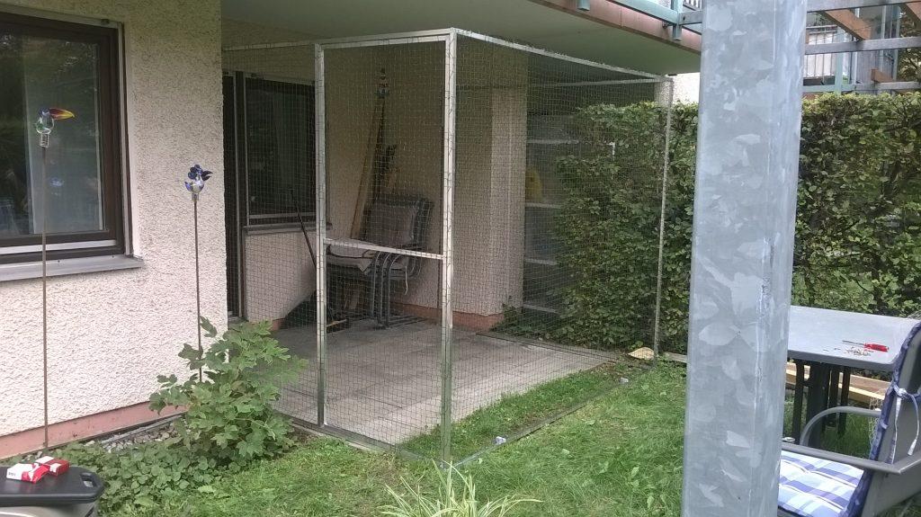 Katzenfreigehege mit Tür