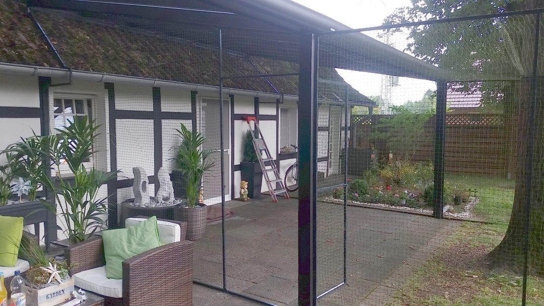 Terrasse und Gartenteil als Katzengehege