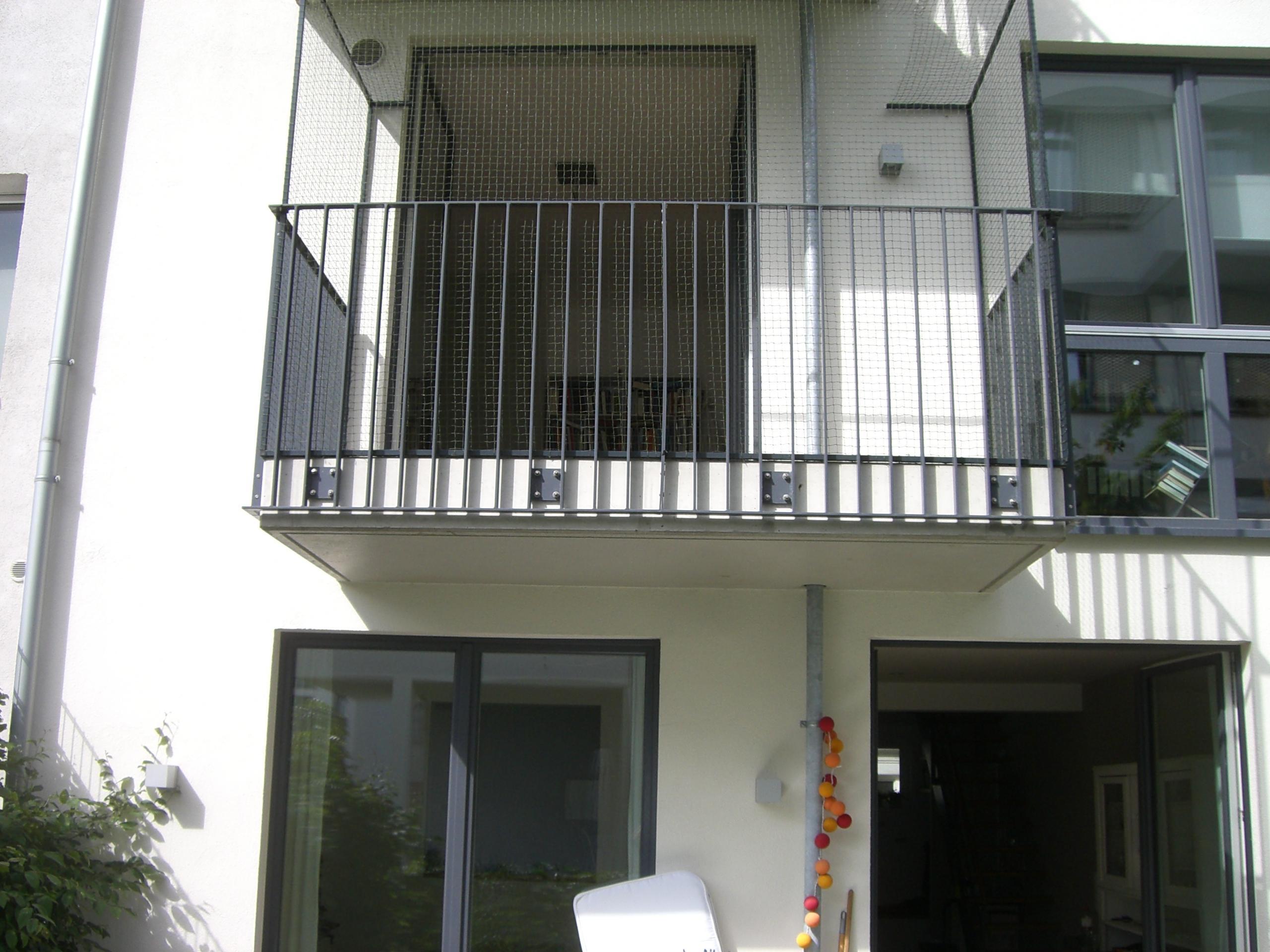Balkon & Tür in Hamburg katzensicher mit Katzennetz vernetzt