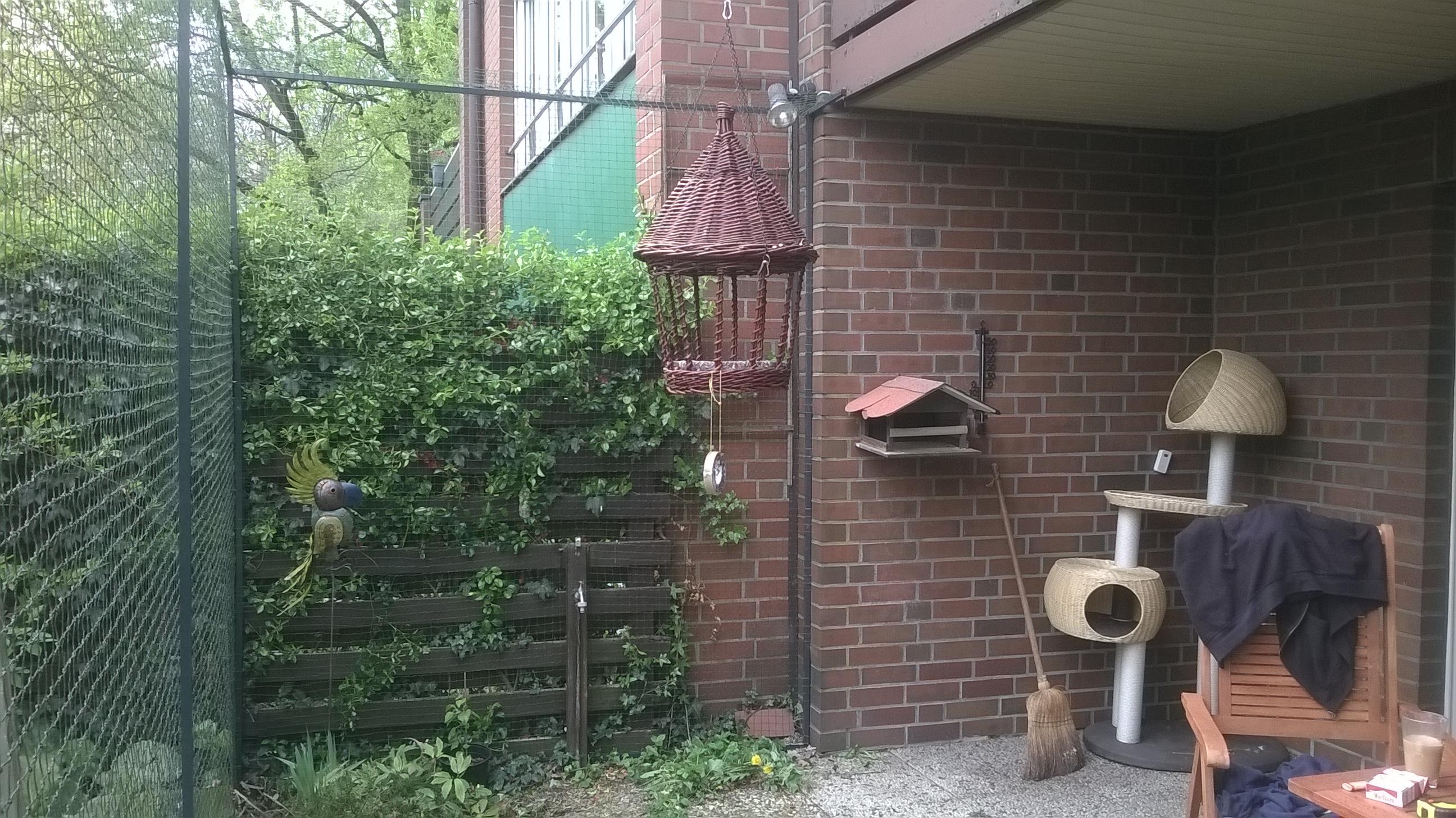 Gartenterrasse_als_Freigehege_fuer_Katzen
