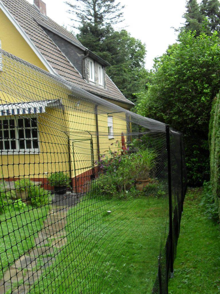 garten mit katzennetz katzengehege system katzennetz profi. Black Bedroom Furniture Sets. Home Design Ideas