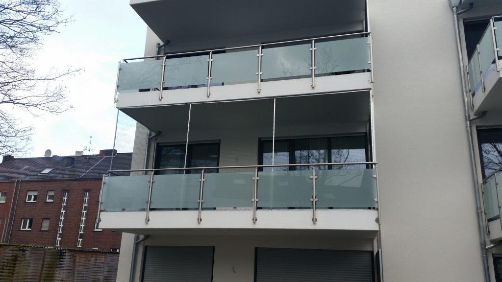 Katzennetz_anbringen_am_Balkon